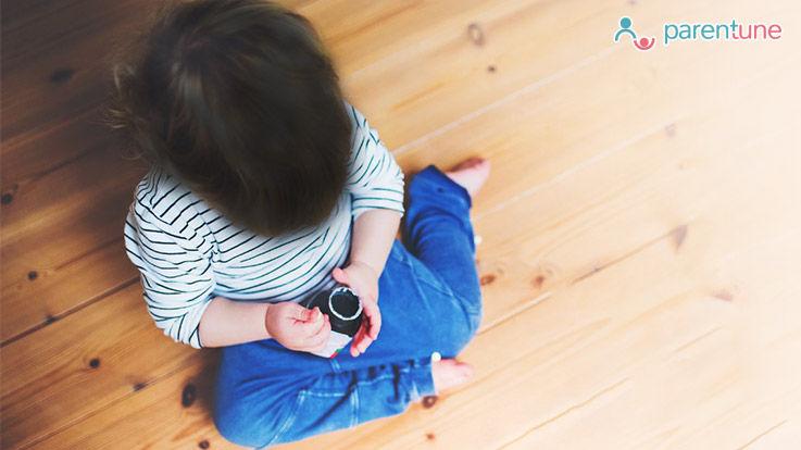 डब्ल्यू W सिटिंग पोजिशन में बैठने से नुकसान क्या आपका बच्चा भी ऐसे बैठता है