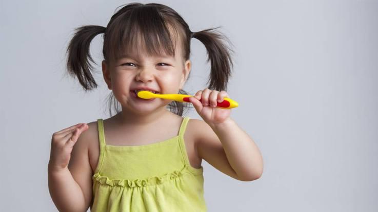 किन बातों का ध्यान रखें बच्चों को ब्रश करना सिखाने के समय