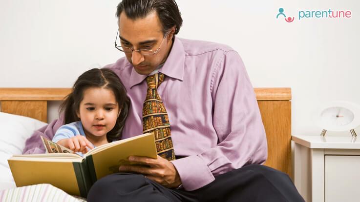 अगर मौका मिले तो बच्चों को मनोरंजक कहानी जरुर सुनाएं
