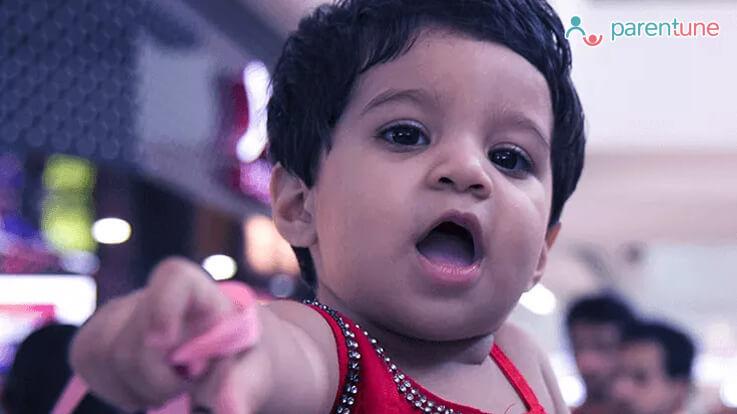 मेरा शिशु कब बोलने लगेगा बोलना सीखने में बच्चे की मदद कैसे करें