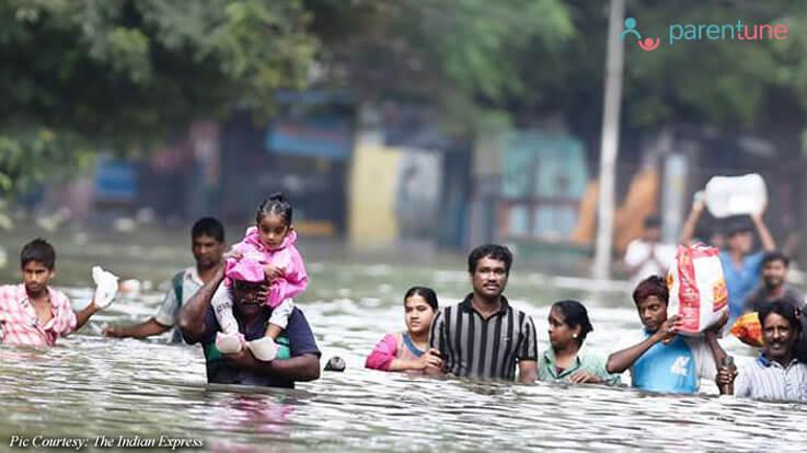 बाढ़ जैसी आपदा के दौरान बच्चे की सुरक्षा ऐसे करें