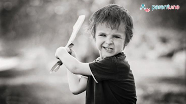 क्या आपका बच्चा गुस्साने पर दाँत काटता है या नोचता है ऐसे करें कंट्रोल