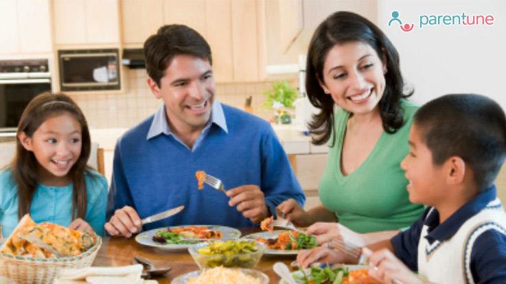 शुरुआती दिनों से समय पर खाना खाने की आदत डालें अपने बच्चे को