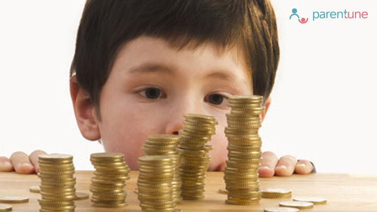 सामान खरीदते वक्त बच्चों में इस तरह डालें हिसाब करने की आदत