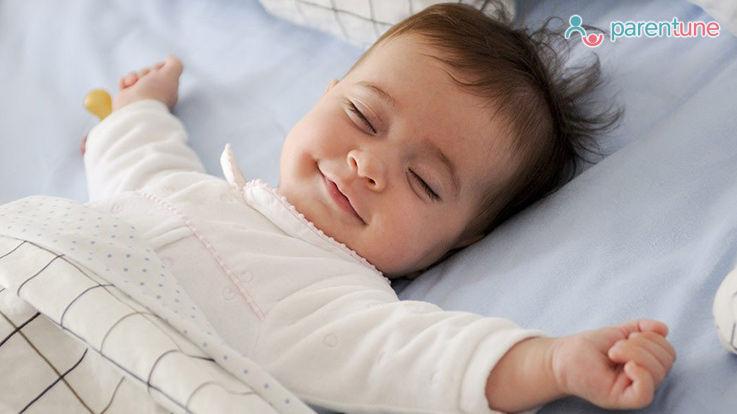आपके नवजात बच्चे की नींद के लिए 9 घरेलू नुस्खे