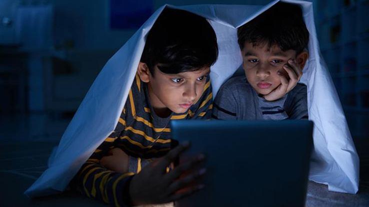 क्या आपका बच्चा हॉरर फिल्म देखता है