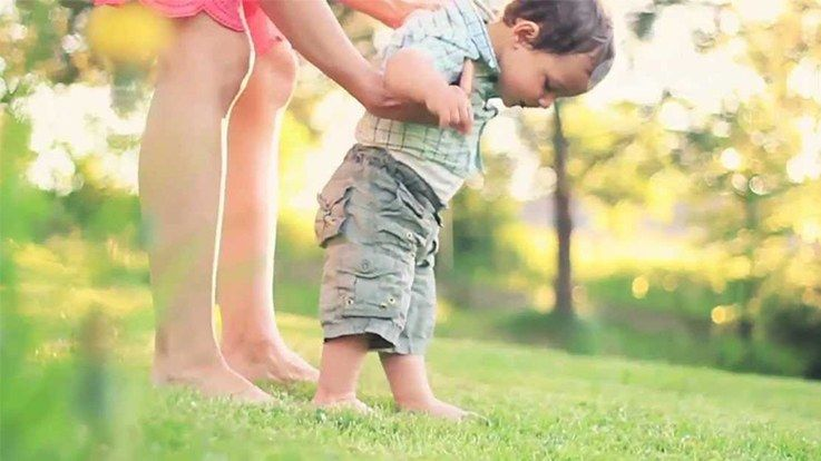 How to Help Child to Start Walking