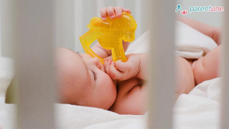 बच्चों में दांत निकलने के लक्षण और आजमाएं कुछ असरदार घरेलू उपाय