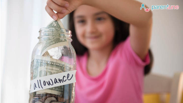 कुछ इन तरीको से सीखाएं अपने बच्चे को पैसे की अहमियत