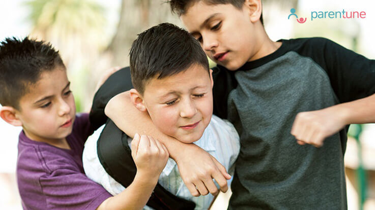 क्या आपका बच्चा स्कूल में अन्य बच्चों को डराता धमकाता है