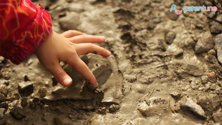 बच्चे चाक या वाल पेंट क्यों चाटतें या खाते हैं जानें ध्यान रखने वाली बातें