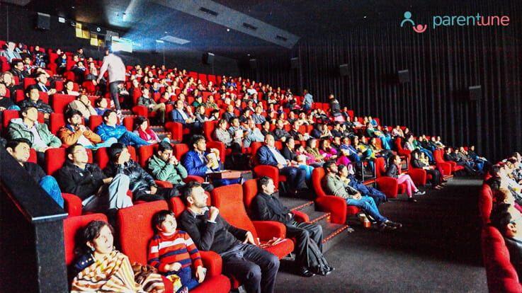 ऐसे बहलाए अपने बच्चे को अगर थियेटर में करे वो आपको तंग