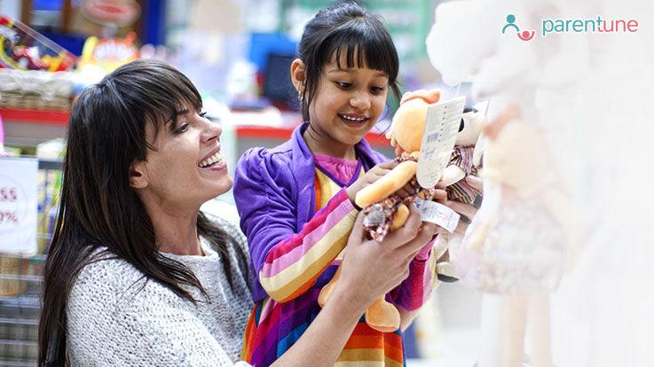 किस तरह के खिलौने दिलवाएँ अपने बच्चे को