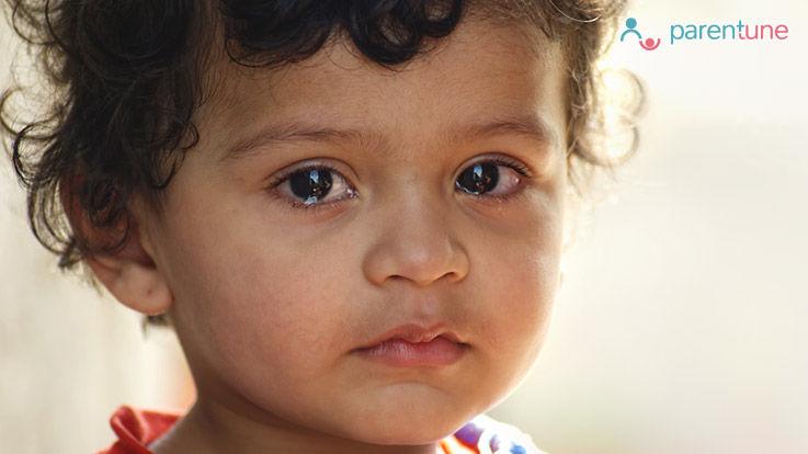 क्या हैं बच्चो की आँखों में इन्फेक्शन के कारण लक्षण और सावधानियां